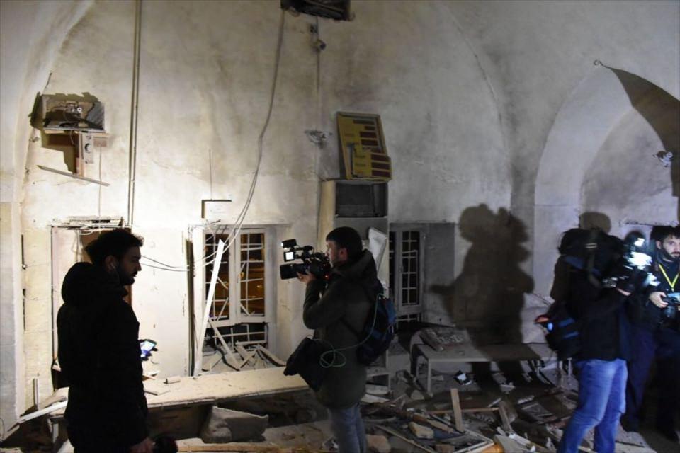 <p>Kilis Valiliğinden, Afrin'deki terör örgütü PYD/PKK mensupları tarafından Kilis kent merkezine yönelik roketli saldırılarda ölenlerin sayısının 2'ye yükseldiği bildirildi.</p>  <p></p>