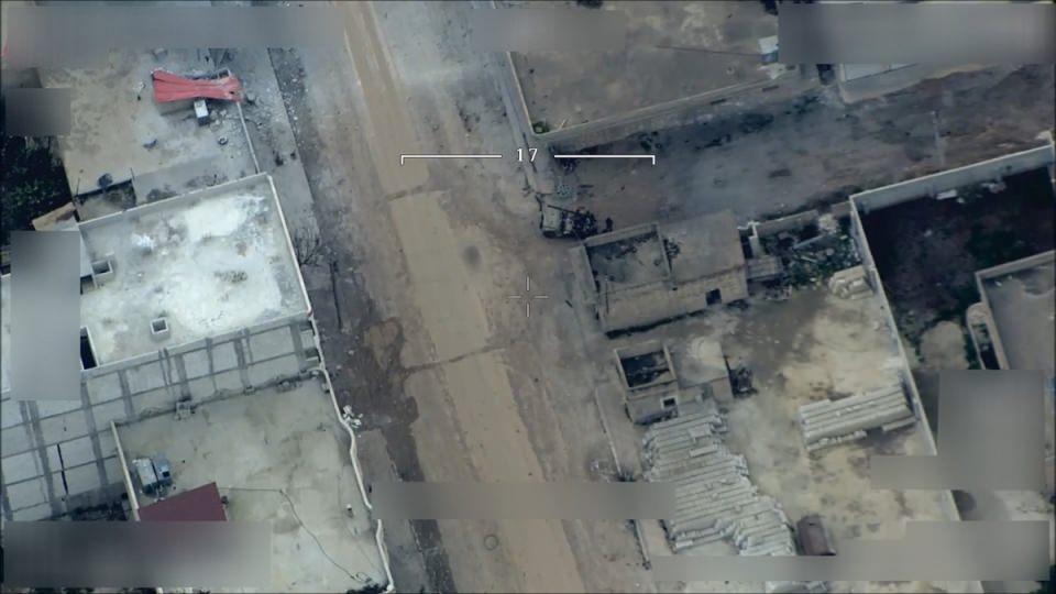 <p>İHA'lar tarafından takip edilen ve görüntülenen teröristlerin saldırı sonrası saklandıkları örgüt karargahı, TSK tarafından nokta atışıyla tam isabetle havaya uçuruluyor.</p>