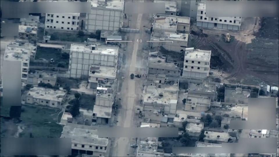 <p><strong>24 günde Afrin'den Türk topraklarına 98 roket ve havan atıldı</strong></p>  <p>Terör örgütü YPG/PKK, Zeytin Dalı Harekatı başladıktan sonra 21 Ocak'tan bu yana Hatay ve Kilis'te sivil yerleşim yerlerine 98 roket ve havanla saldırı düzenledi. Bu saldırılarda 2'si Suriyeli 7 sivil hayatını kaybetti, 113 kişi yaralandı.</p>