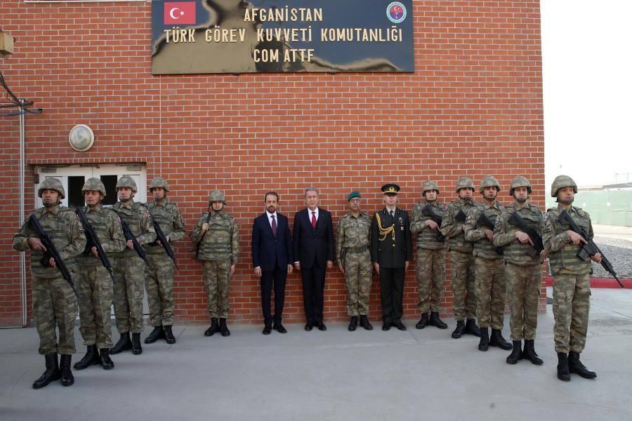 <p>Milli Savunma Bakanı Akar, Katar ve Pakistan'daki temaslarının ardından AfganistanTürk Görev Kuvveti Komutanlığında denetlemelerde bulundu.</p>