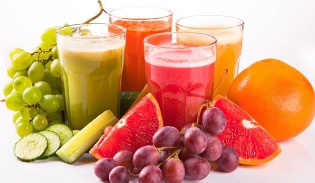 <p><strong>Taze meyve suyu;</strong> Kışın taze olarak tüketeceğiniz portakal, limon ve greyfurt sularını karıştırıp tüketirseniz bu karışım da vücut direncini arttıracak ve daha kısa sürede iyileşmenizi sağlayacaktır.</p>  <p></p>