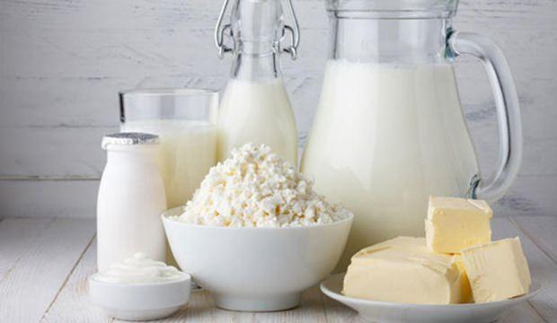<div>Süt ürünleri kalsiyum, damar sağlığı ve damar tıkanıklığını önlemek için gerekli mineraller sahiptir. Kalsiyum bakımından zengin olan yoğur, süt ve peynir gibi besinleri günlük beslenmenize ekleyerek tansiyonunuzu normal değerlere çekebilirsiniz.</div>  <div></div>  <div>Tüketilen süt ürünlerinin az yağlı ya da yağsız olmasına dikkat etmelisiniz.</div>