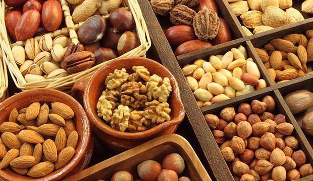 <div>Badem, fındık, ceviz ve fıstık gibi kuruyemişler sağlıklı yağ kaynağı olduğu için her gün tüketebilirsiniz.</div>  <div></div>
