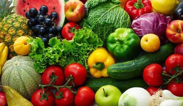 <p>Sebzeler içerisindeki lif, potasyum, magnezyum ve diğer minerallerle genel sağlığınızı geliştirmeye yardımcı olur. her gün yeşil yapraklı sebzeler tüketmek tansiyon hastalarına iyi gelecektir.</p>  <p>Brokoli, ıspanak, kabak, patates, domates gibi sebzeleri tansiyonunuzu düşürmek için tüketebilirsiniz.</p>
