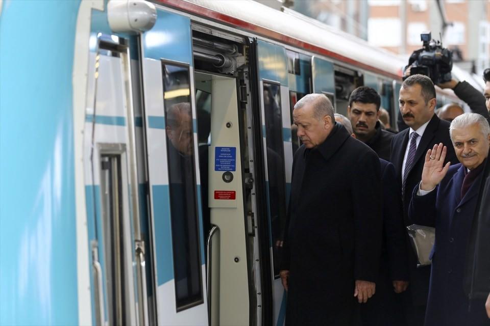Cumhurbaşkanı Erdoğan, makinist koltuğuna geçti