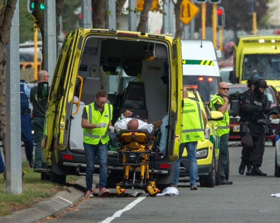 <p>Yeni Zelanda'nın Güney Adası'ndaki Christchurch kentinde cuma namazı esnasında 2 camiye yapılan silahlı saldırıda biri kadın 4 kişi yakalandı.</p>  <p></p>