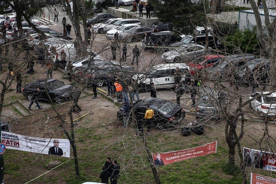 <p>Kaza sonucu 3 kişi yaralandı.</p>  <p></p>