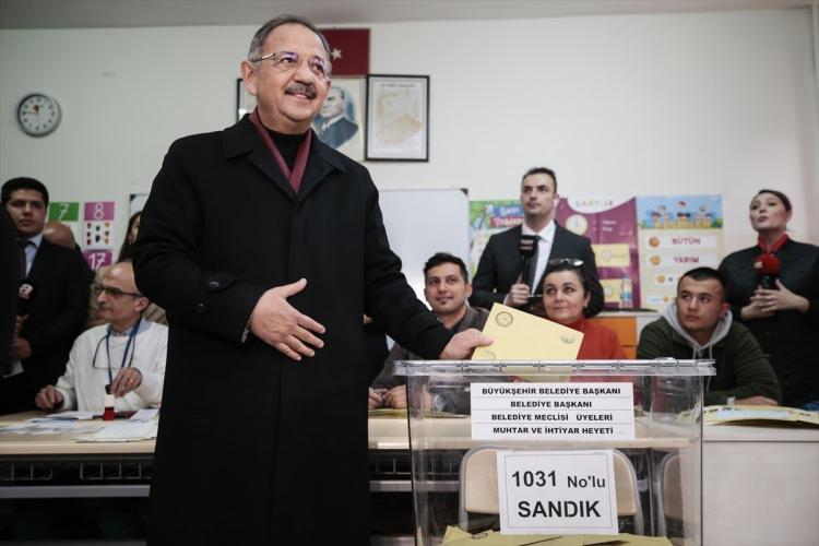 <p>Oyunu kullandıktan sonra gazetecilere açıklama yapan Özhaseki, bugün ülke için güzel bir gün olacağını söyledi.</p>