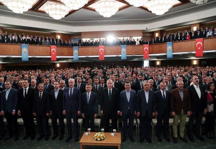<p>Türkiye Cumhurbaşkanı ve AK Parti Genel Başkanı Recep Tayyip Erdoğan (sol 7), Kızılcahamam Eliz Hotel'de düzenlenen AK Parti 28. İstişare ve Değerlendirme Toplantısı'nın açılışına katıldı.</p>  <p></p>