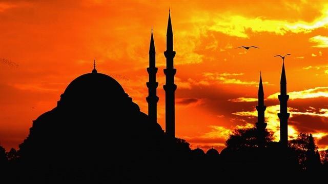 <p>Onbir ayın sultanı Ramazan ayı 6 Mayıs'ta başlıyor. Ramazan-ı şerifin yaklaşması ile en çok merak edilen konuların başında sahur, imsak ve iftar vakitleri geliyor. İlk sahura 5 Mayıs'ı 6 Mayıs'a bağlayan gece kalkılacak. Diyanet ramazan imsakiyesi, il il iftar ve sahur vakti ve İstanbul Ankara, İzmir iftar saati...</p>  <p></p>