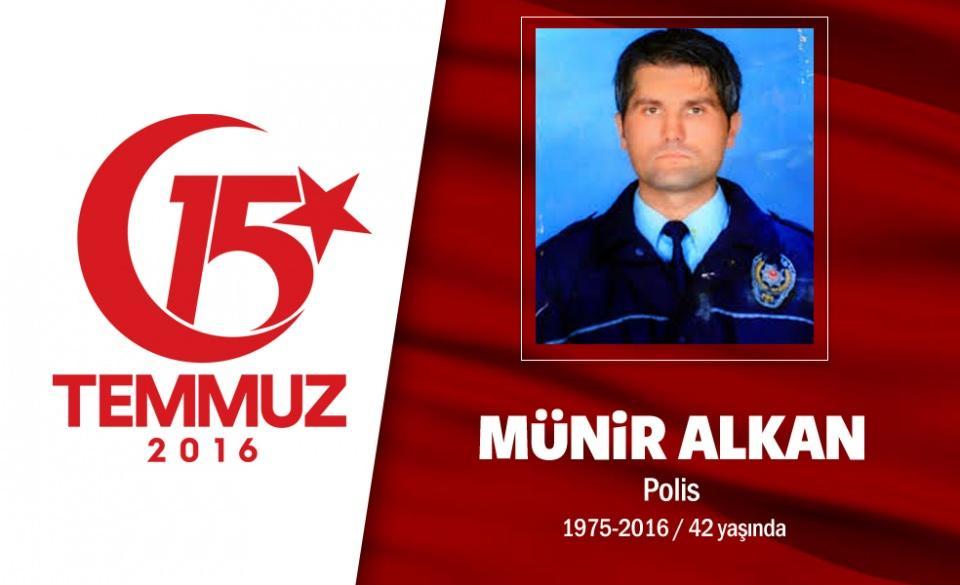 <p>41 yaşındaki polis memuru Münür Alkan, evli ve bir kız babasıydı. Bolu'da görev yapan Alkan, bir süre önce İstanbul Emniyet Müdürü Mustafa Çalışkan'ın koruma polisi olarak atanmıştı. Görevini de son nefesine kadar sürdürdü. 15 Temmuz gecesi Boğaziçi Köprüsü'nde darbecilerin açtığı ateş sonucu İstanbul Emniyet Müdürü Çalışkan'ı korurken şehit düştü. Şehit polis memuru Alkan, baba ocağı Tekirdağ'da son yolculuğuna uğurlandı.</p>  <p></p>