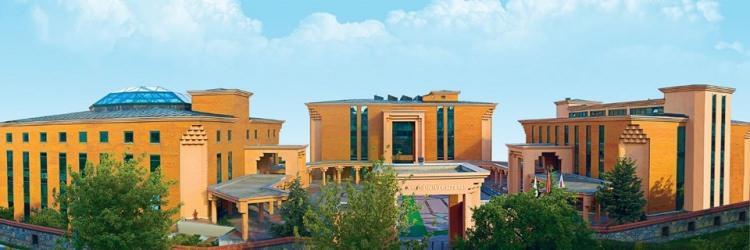 <p>14- İstanbul 29 Mayıs Üniversitesi</p>  <p>İstanbul 29 Mayıs Üniversitesi, Türkiye sıralamasında başarı gösteren öğrencilerine burs imkanı sağlıyor. İşte İstanbul 29 Mayıs Üniversitesi'nin öğrencilerine sağladığı burs imkanı;</p>  <p>- İlk 100'e girenlere 3000 TL,</p>  <p>- İlk 500'e girenlere 2500 TL,</p>  <p>- İlk 1000'e girenlere 1750 TL</p>  <p>Buna ek olarak yukarıdaki burs kapsamına girmeyen fakat tam bursa hak kazanan öğrenciler 1000 TL burs imkanı sağlıyor.</p>