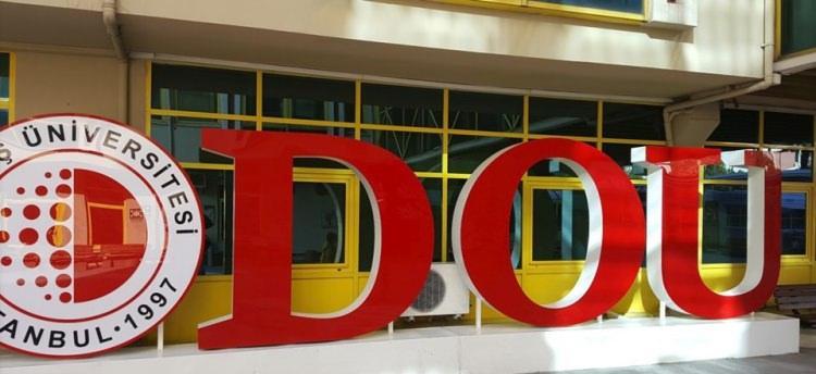 <p>10- Doğuş Üniversitesi</p>  <p>Doğuş Üniversitesi, 2 sene hazırlık 4 yıl lisans olmak üzere Türkiye genelinde sıralamaya giren öğrencilerine burs imkanı sağlıyor. İşte Doğuş Üniversitesi'nin öğrencilerine sunduğu burs imkanı;</p>  <p>- MF-TM-TS bölümlerinden İlk 1000 yerleşen öğrenciye 500 TL,</p>  <p>- İlk 1001-3000'e 350 TL</p>  <p>- İlk 3001-5000'e 150 TL</p>  <p>- DİL için ise İlk 300'e 500 TL</p>  <p>- İlk 301-500'e 350 TL</p>