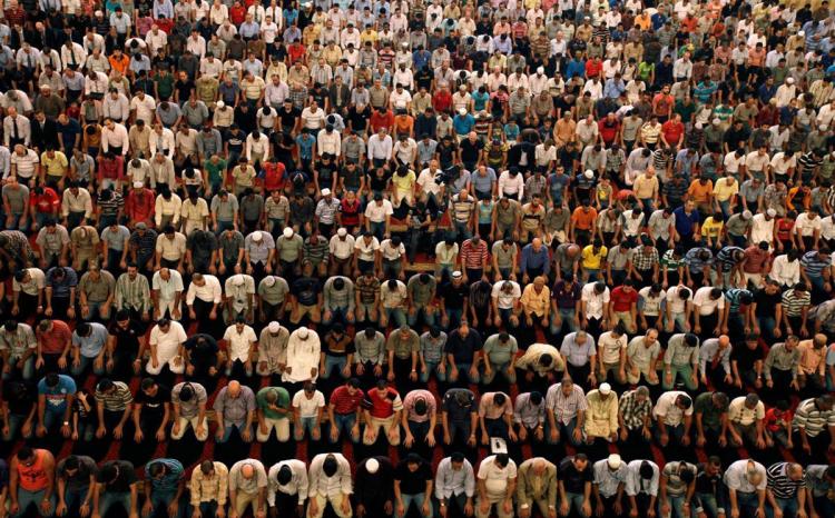 <p>Kurban bayramı namazı saat kaçta kılınacak? Diyanet İşleri Başkanlığı İstanbul, Ankara, İzmir başta olmak üzere il il 2019 Kurban Bayramı namaz saatlerini açıkladı.</p>