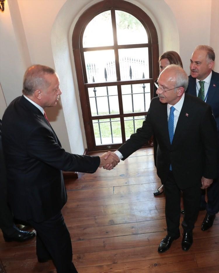 <p>Türkiye Cumhurbaşkanı Recep Tayyip Erdoğan, Sivas Kongresi'nin 100. yıl dönümü etkinlikleri kapsamında Sivas'taki Atatürk Kongre Müzesi'ne geldi.</p>  <p></p>