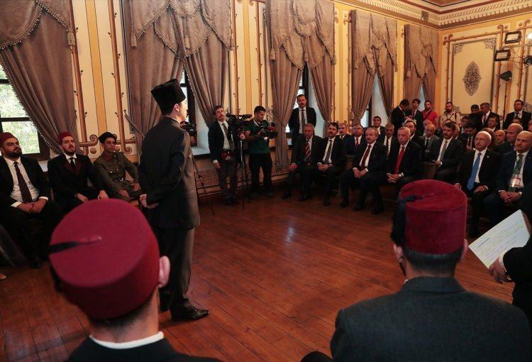 <p>Türkiye Cumhurbaşkanı Recep Tayyip Erdoğan, Sivas Kongresi'nin 100. yıl dönümü etkinlikleri kapsamında, Atatürk Kongre Müzesi'nde tiyatro oyuncuları tarafından Sivas Kongresi'nin temsili olarak canlandırılmasını izledi.</p>  <p></p>