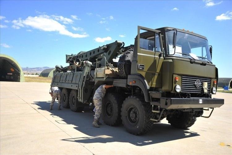 """<p>MSB, """"S-400 Uzun Menzilli Bölge Hava ve Füze Savunma Sistemi'nin ikinci batarya malzemelerinin Mürted Hava Meydanı'na intikali tamamlandı"""" açıklaması yaptı.</p>"""
