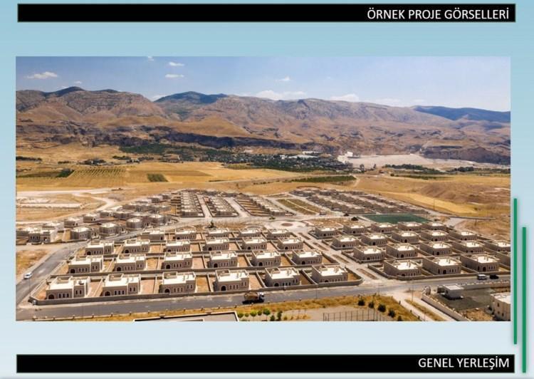 <p>Cumhurbaşkanı Recep Tayyip Erdoğan'ın, ABD'de muhataplarıyla paylaştığı planda güvenli bölgede köy ve ilçeler oluşturulması ve Suriyelilerin bu alana yerleşmeleri öngörülüyor.</p>