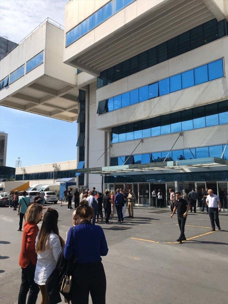 <p>İstanbul genelinde hissedilen 5.8 şiddetinde deprem meydana geldi.</p>  <p></p>