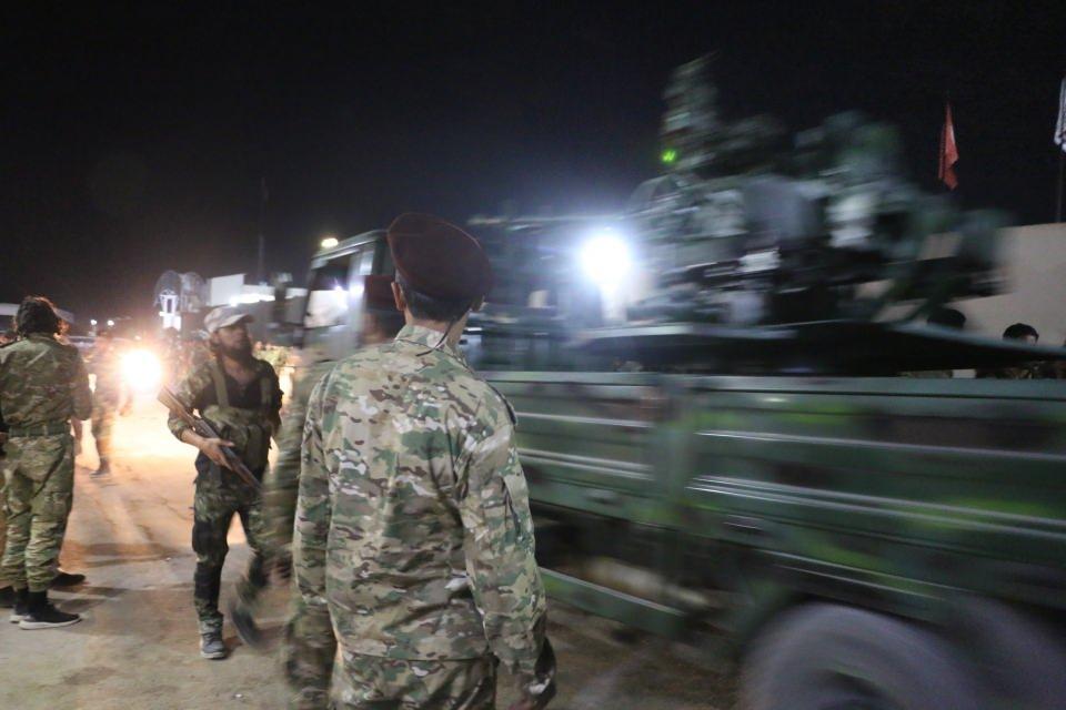 <p>Fırat'ın doğusu için planlanan operasyon öncesi sınırda hareketlilik devam ediyor. Fırat'ın doğusuna yapılacak olası harekatta Suriye Milli Ordusu'na bağlı Hamza Tümeni askerleri de katılacak.</p>  <p></p>