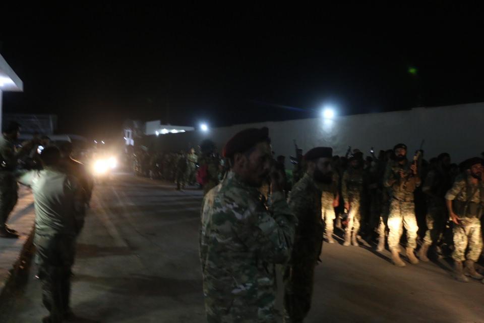 <p>Suriye Geçici Hükümetine bağlı Suriye Milli Ordusu, Fırat'ın doğusu için başlaması beklenen operasyon kapsamında Akçakale'ye geldi.</p>