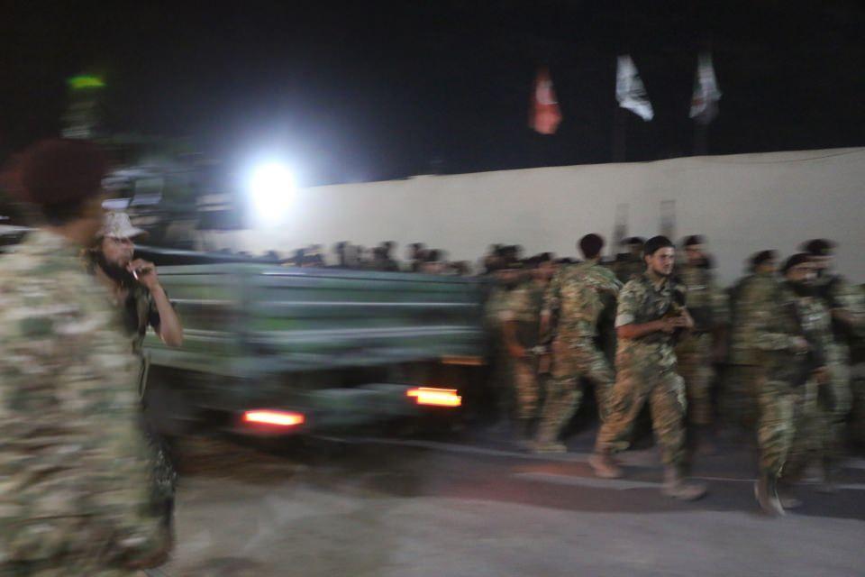 <p>Hamza Tümeni askerleri, dün akşam saatlerinde son hazırlıklarını da tamamlayarak Suriye'den Türkiye'ye hareket etti.</p>