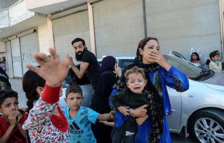 <p>Bebek katili YPG/PKK terör örgütünün roketli saldırılarında 1 Suriyeli bebek ile 1 memur hayatını kaybetti, 46 kişi yaralandı. Saldırılarda İHA Muhabiri Şinasi İnan da yaralandı.</p>