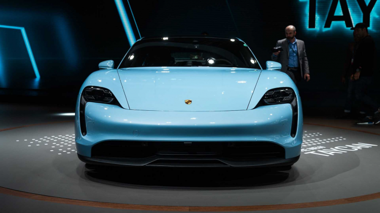 Türkçe isimli Porsche dev fuara damga vurdu