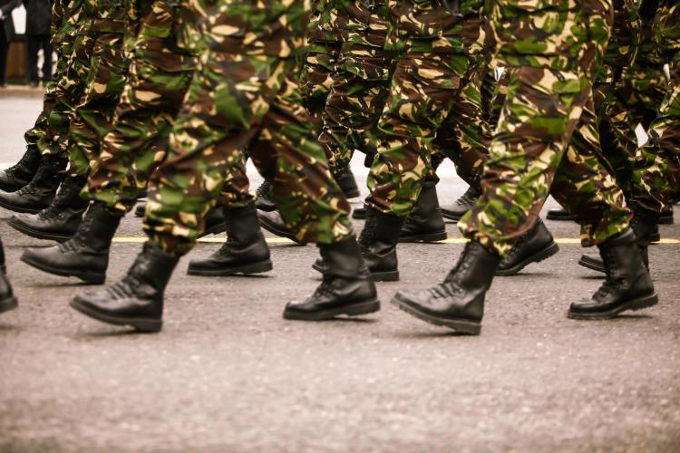 <p><strong>14. Romanya</strong></p>  <p>Toplam nüfus: 21,457,116<br /> <br /> Mevcut insan gücü: 11,007,501<br /> <br /> Toplam askeri personel: 120,000<br /> <br /> Aktif personel: 70,000<br /> <br /> Toplam hava gücü: 151<br /> <br /> Savaş tankları: 717<br /> <br /> Zırhlı Savaş Aracı: 1400<br /> <br /> Toplam deniz varlıkları: 48<br /> <br /> Savunma bütçesi: 2,1 milyar dolar</p>