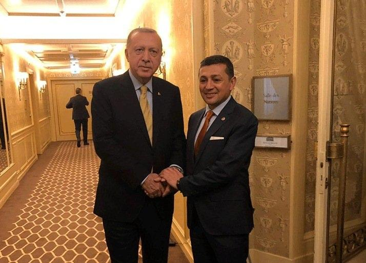 <p>Cumhurbaşkanı Recep Tayyip Erdoğan, Küresel Mülteci Forumu'na katılmak üzere İsviçre'nin Cenevre kentine gitti. Cumhurbaşkanlığı yetkilileri ve Bakanlar ile Dış İşleri Bakanlığı bürokratlarının da yer aldığı İsviçre programına MHP Kütahya Milletvekili Ahmet Erbaş da katılıyor.</p>