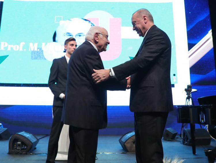 """<p>""""Necip Fazıl Saygı Ödülü""""M. Uğur Derman</p>"""