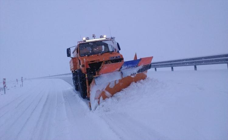 <p>Kar yağışı etkili olduğu bazı illerde okullar tatil edildi...</p>