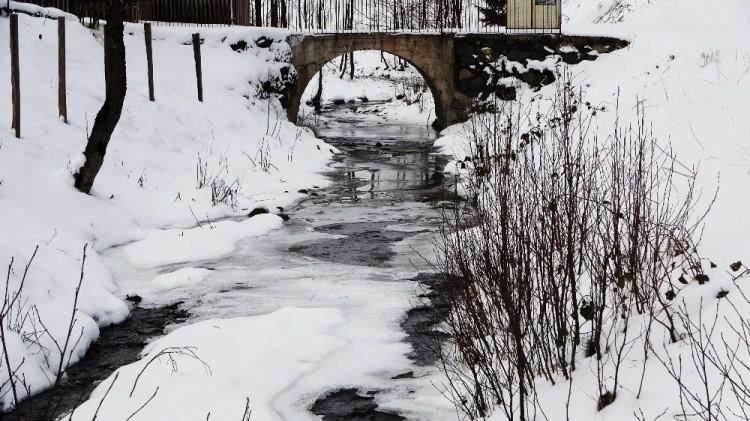 <p><strong>Yayları ve dağlık yaşantılarıyla ön plana çıkan Trabzon'da kar yağışının ardından açan güneşle birlikte güzel görüntüler ortaya çıktı. Kar kalınlığının yer yer 20 cm'ye ulaştığı yaylalar beyaz örtüsüyle eşsiz manzaralar oluşturdu.</strong></p>