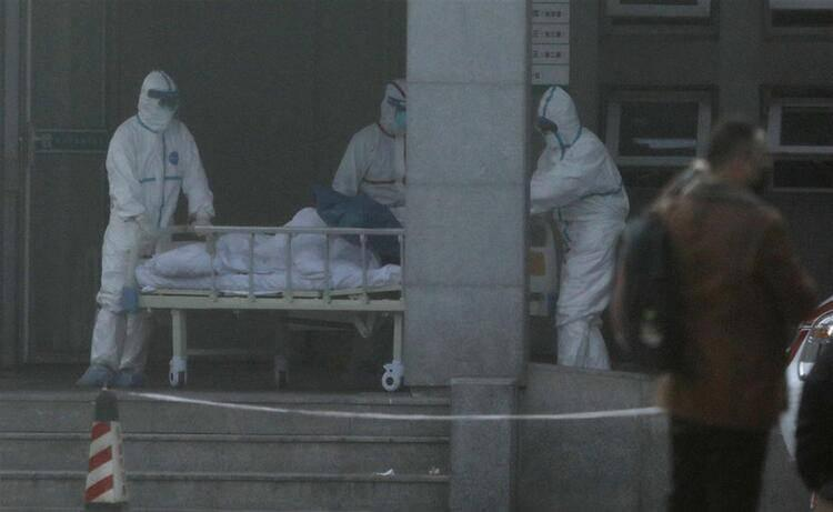 <p>Hong Konglu uzmanlar, virüsün genetik yapısının SARS ile yüzde 80 örtüştüğünü belirtmişti.</p>