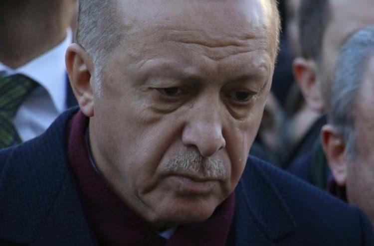 <p>Cumhurbaşkanı Erdoğan gözyaşlarını tutamadı.</p>