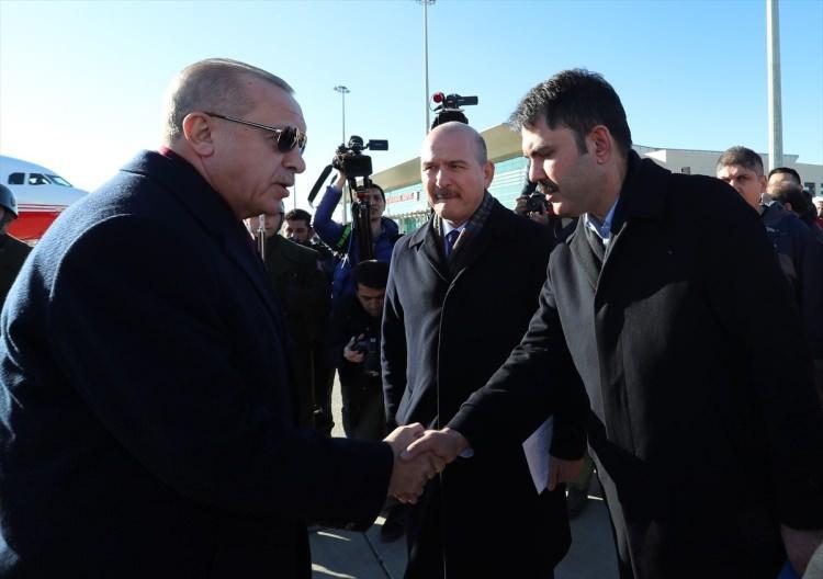 <p>Erdoğan'ı, Çevre ve Şehircilik Bakanı Murat Kurum karşıladı.</p>