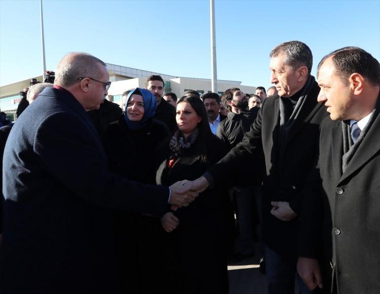 <p>Erdoğan'ı, Milli Eğitim Bakanı Ziya Selçuk karşıladı.</p>