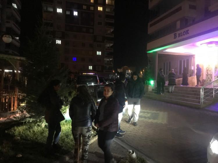 <p>Elazığ'da deprem meydana geldi. Deprem Gaziantep'te de hissedildi.</p>
