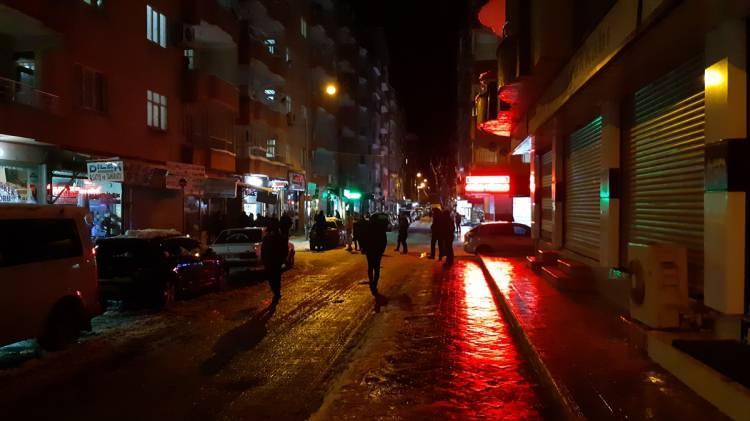 <p>Elazığ'ın Sivrice ilçesinde meydana gelen deprem Siirt'te de hissedildi. Bazı vatandaşlar evlerinden dışarı çıktı.</p>