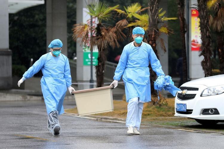 <p>ABD medyasında yer alan haberlere göre, Çin ziyaretinin ardından hastalanan ve Washington'da tedavi altına alınan kişinin, Wuhan'da görülen koronavirüsünün aynısını taşıdığı belirtildi. Durumu ağır olduğu ifade edilen kişinin kimliği açıklanmadı.</p>