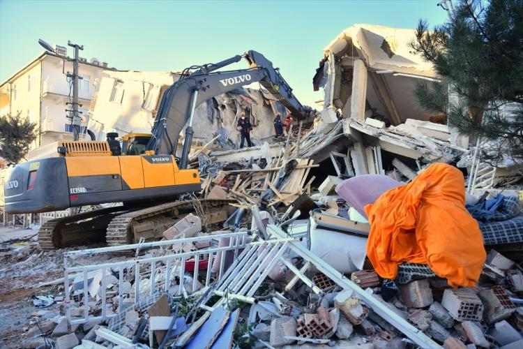 <p>Elazığ'da meydana gelen 6,8 büyüklüğündeki depremden etkilenen Malatya'nın Doğanyol ilçesinde hasar tespit çalışmaları sürüyor.</p>