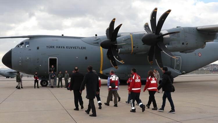 <p>Yeni tip koronavirüs salgınının yaşandığı Çin'in Vuhan kentindeki Türk vatandaşlarını Türkiye'ye getirecek, ambulansa dönüştürülen askeri kargo uçağı, Etimesgut Askeri Havaalanı'ndan Çin'e hareket etti.</p>  <p></p>