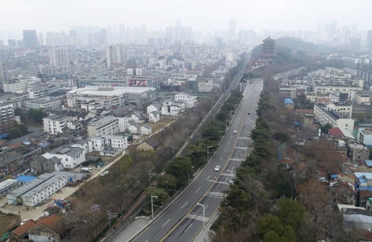 Çin'de ordu kenti kuşattı! Dışarı çıkan vuruluyor: Ölü sayısı 132'ye çıktı