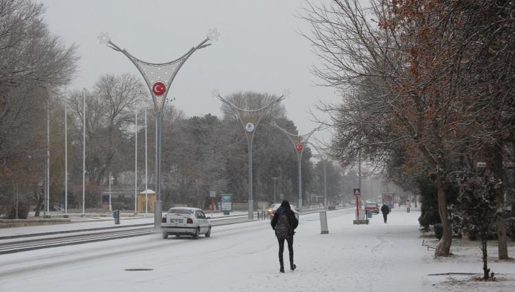 <p><br /> DOĞUDA HAVA DURUMU</p>  <p>Gece en düşük hava sıcaklığı sıfırın altında olmak üzere Ağrı'da 26, Kars'ta 21, Erzurum'da 14, Ardahan'da 12, Iğdır'da 9, Erzincan'da 8, Tunceli'de 7 derece ölçüldü.</p>