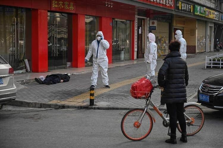<p>Salgının merkezi olan Wuhan'da coronavirüsünün yasa dışı hayvan satışı yapılan bir pazardan insanlara bulaştığı düşünülüyor.</p>  <p></p>