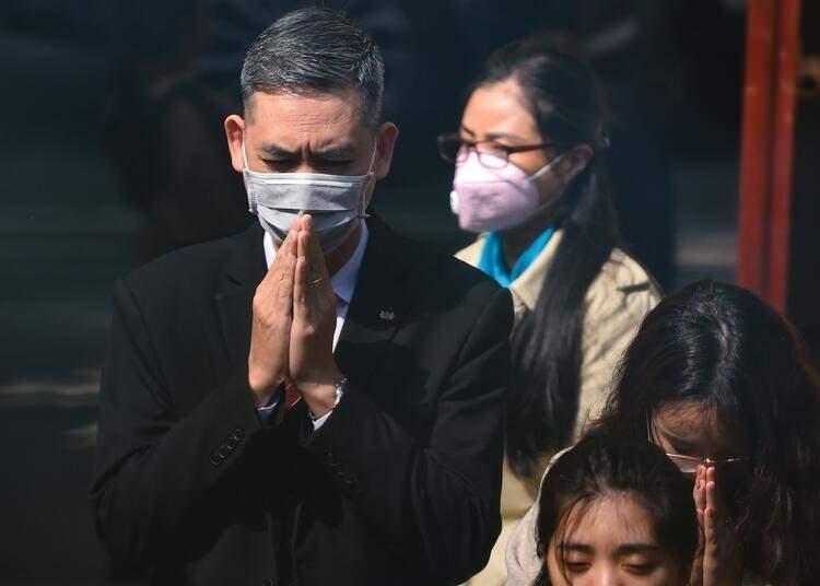 """<p>Dünya Sağlık Örgütü, virüs tehdidi nedeniyle acil durum ilan etti. DSÖ başkanı Tedros Adhanom Ghebreyesus, """"Hepimiz birlikte hareket etmeliyiz. Virüsü sadece bu şekilde durdurabiliriz"""" ifadelerini kullandı.</p>  <p></p>"""