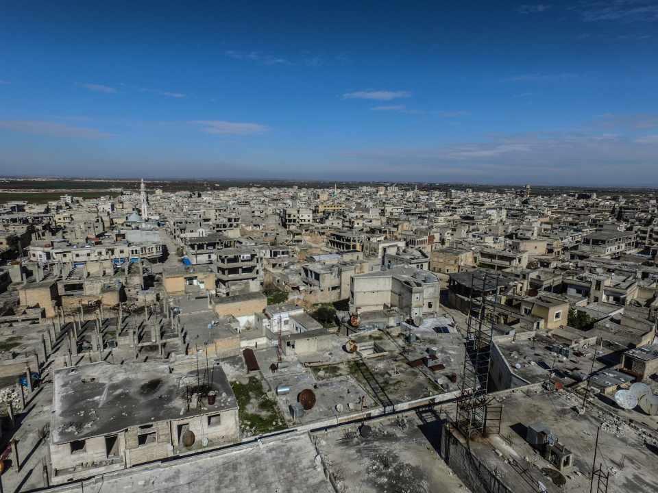 <p><strong>Rejimin saldırganlığı arttı, çatışmalar sürüyor</strong></p>  <p>Öte yandan Astana anlaşmalarını ve Soçi mutabakatını hiçe sayan rejim güçleri, İdlib ve Halep'te askeri muhalifler ve rejim karşıtı silahlı grupların kontrolündeki yerleşimlere yoğun hava ve kara saldırıları gerçekleştiriyor.</p>