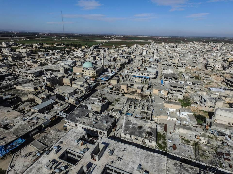 <p>Anadolu Ajansı (AA), İdlib'in güneyindeki 170 bin sivilin yaşadığı Serakib ilçe merkezini, Beşşar Esed rejimi ve destekçilerinin ele geçirmesinden kısa süre önce havadan görüntüledi.</p>