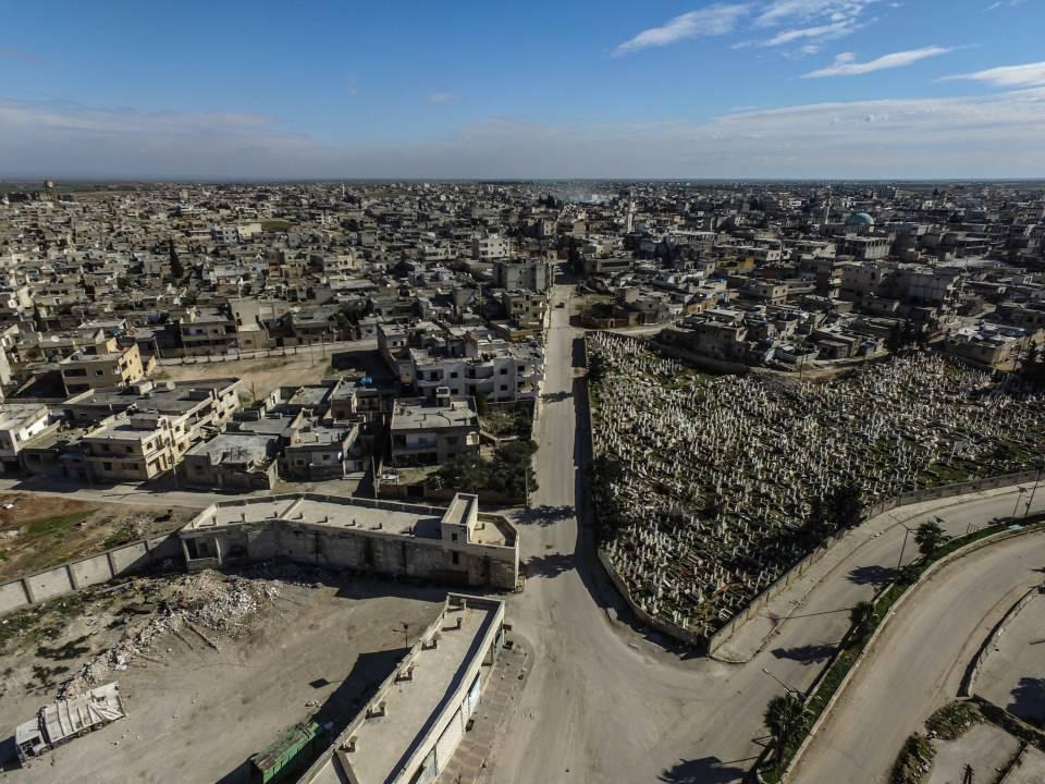 <p>Türkiye, Rusya ve İran'ın katıldığı, 4-5 Mayıs 2017'deki Astana toplantısında İdlib ve komşu illerin (Lazkiye, Hama ve Halep vilayetleri) bazı bölgeleri, Humus ilinin kuzeyi, başkent Şam'daki Doğu Guta ile ülkenin güney bölgeleri (Dera ve Kuneytra vilayetleri) olmak üzere 4 gerginliği azaltma bölgesi oluşturuldu.</p>  <p>Rejim ve İran destekli teröristler, ateşkes ilan edilerek durumun muhafaza edilmesinin kararlaştırıldığı bu 4 bölgeden İdlib hariç kalanları, Rusya'nın hava desteği sayesinde ele geçirdi.</p>