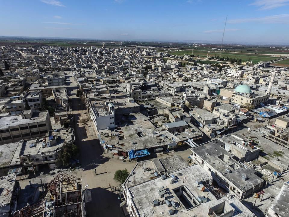 <p>AA'nın, Serakib ilçe merkezinin el değiştirmesinden kısa süre önce havadan drone ile çektiği görüntülere, rejim güçleri ve Rusya'nın saldırıları sonucu bazı binalarda meydana gelen ağır hasarlar yansıdı.</p>  <p></p>